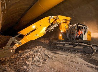Rypadlo Liebherr R 950T u výstavby tunelu u Ružomberku