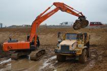 Hydraulické rypadlo HITACHI ZAXIS 350-5 u firmy Berdych plus spol. s r.o.