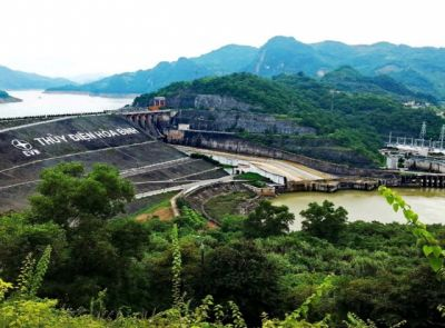Hoa Binh – země Hmongů, obrovského jezera a největší vodní elektrárny